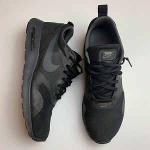 Nike Air Max Tavas Running Shoes in black 11.5